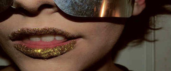 gold-lipstick